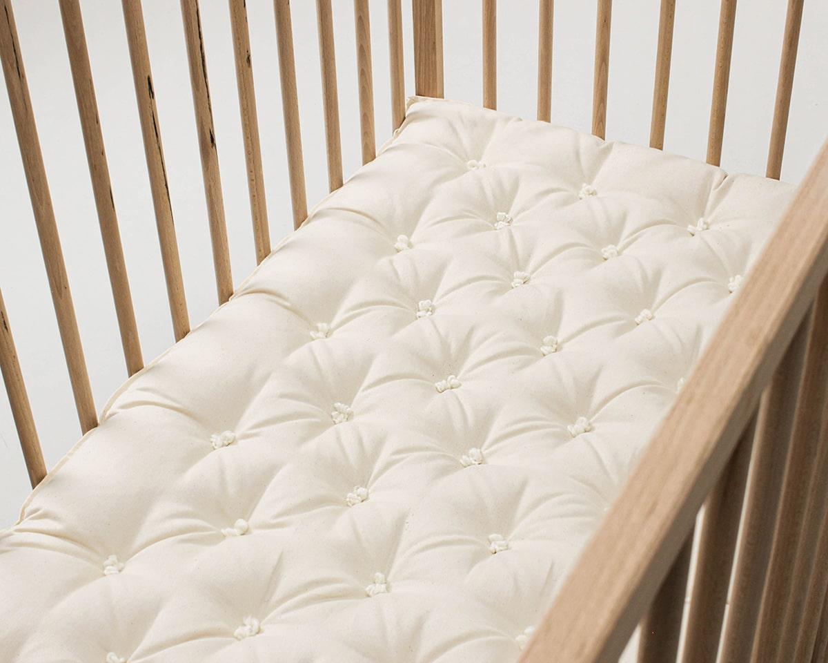 Cottoned crib mattress wit organic cotton filling